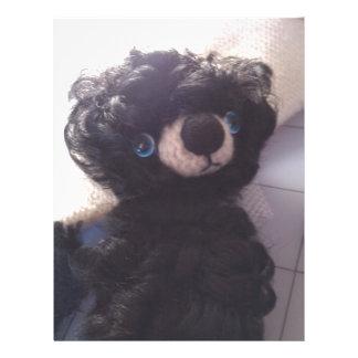 ojos azules del mini de peluche negro del oso plantilla de membrete