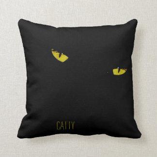 Ojos de gato amarillos brillantes almohada