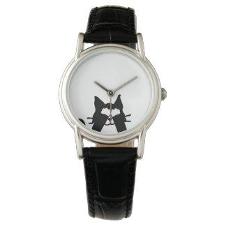 Ojos de la cubierta del gato del gatito del relojes