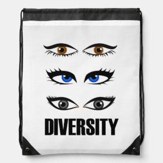 Ojos de las mujeres que muestran diversidad mochilas