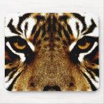Ojos de un tigre alfombrillas de ratón