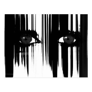 Ojos dramáticos blancos y negros postal