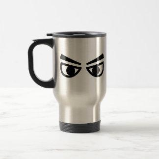 Ojos enojados taza de café