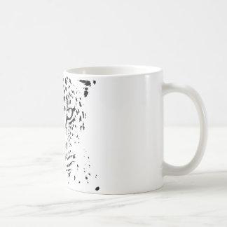 Ojos negros y blancos del leopardo taza de café