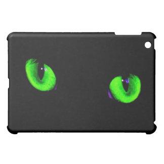 Ojos que brillan intensamente verdes frescos perso