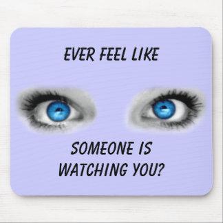 Ojos que miran fijamente Mousepad