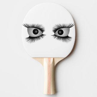 Ojos que miran fijamente usted paleta del pala de ping pong
