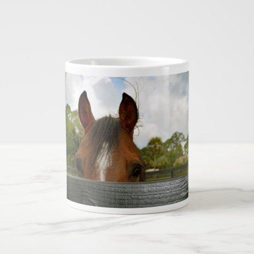 ojos sobre la cabeza de caballo de la cerca taza grande