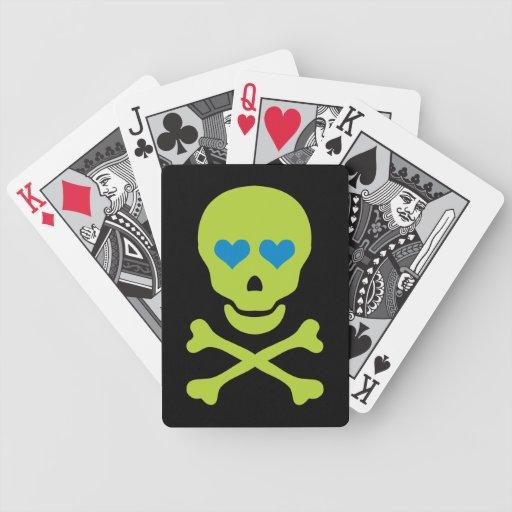 Ojos verdes de la bandera pirata y del corazón del barajas de cartas