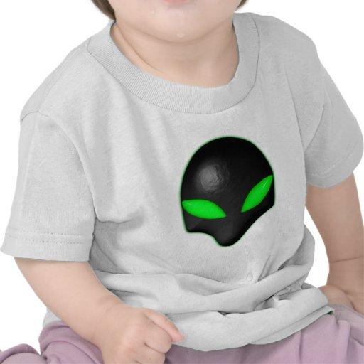 Ojos verdes de la cara extranjera del insecto camisetas