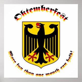 Oktemberfest con los brazos alemanes impresiones