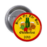 Oktoberfest anual trae en el botón de la féretro pin