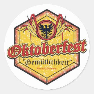 Oktoberfest - diseño de Pentágono Pegatina Redonda