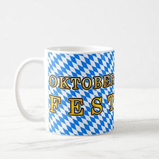 """Oktoberfest"" (esquema oscuro) Taza Clásica"