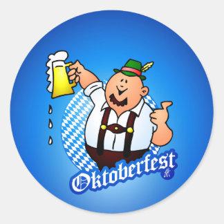 Oktoberfest - hombre en lederhosen pegatina redonda
