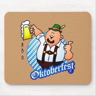 Oktoberfest - hombre en lederhosen alfombrillas de raton