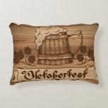 Oktoberfest, poster del vintage con de madera cojín