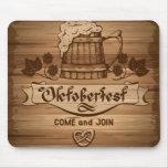 Oktoberfest, poster del vintage con de madera mouse pad