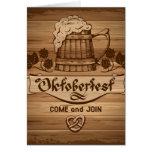 Oktoberfest, poster del vintage con de madera tarjeta de felicitación