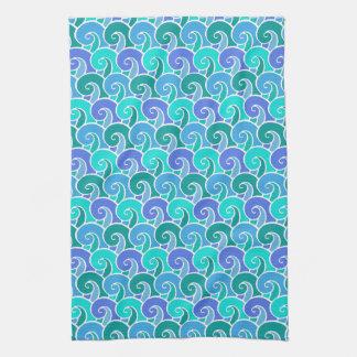 Olas oceánicas del agua en modelo náutico azul de toallas de cocina