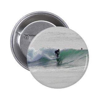 Olas oceánicas que practican surf a personas que p pin