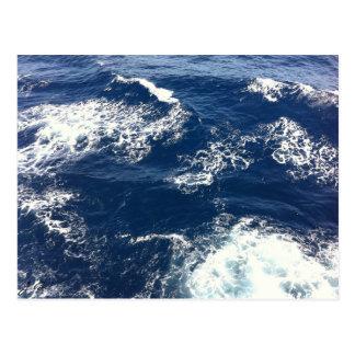 Olas oceánicas tranquilas tarjeta postal
