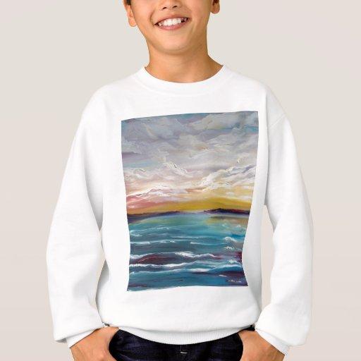 Olas oceánicas y nubes surrealistas playera