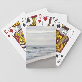 Olas oceánicas y playa barajas de cartas