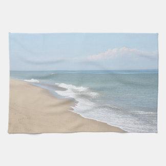 Olas oceánicas y playa bonita toallas