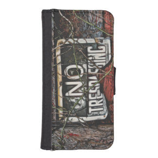 Old Barn No Trespassing Phone Wallet Case