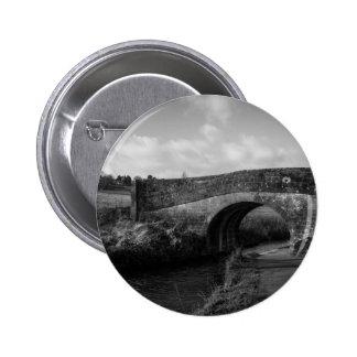 Old bridge button
