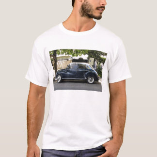 Old but very well kept Audi car. T-Shirt
