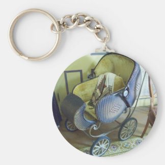 Old carriage keychain