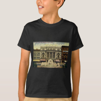Old Detroit Opera House and Fountain, Detroit, MI T-Shirt