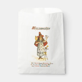 Old-fashioned Halloween, Witch girl with Owl Favor Bag