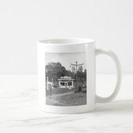 Old gas station, 1925 coffee mug