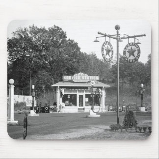 Old gas station, 1925 mouse pad
