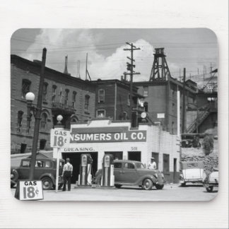 Old Gas Station, 1930s Mouse Pad