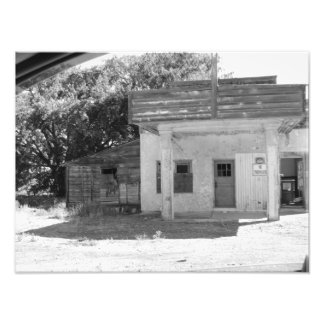 OLD GAS STATION PHOTO
