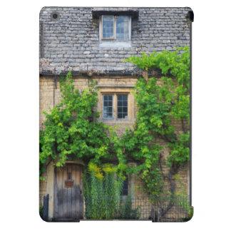 Old Inn along High Street iPad Air Case