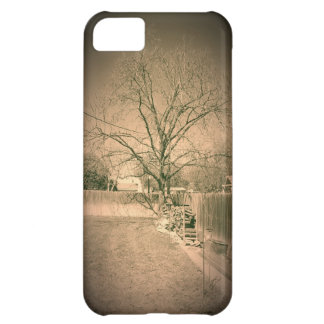 Old Timey Looking Tree in Backyard Iphone 5 Case