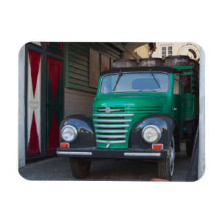 Old truck with beer - magnet