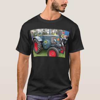 Old vintage Lanz Bulldog tractor farm machinery T-Shirt