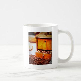 Old Vintage Wooden Coffee Grinder Beans Design Coffee Mug