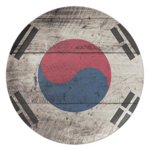 Old Wooden South Korean Flag Party Plates
