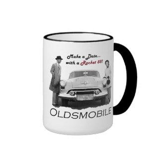 """Oldsmobile """"hace una fecha… con un Rocket 88!"""" Taz Tazas De Café"""