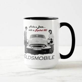"""Oldsmobile """"hace una fecha… con un Rocket 88!"""" Taza"""