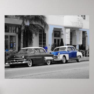 Oldtimer en la impulsión Miami Beach del océano Poster