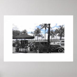 Oldtimer en la impulsión Miami Beach del océano Posters