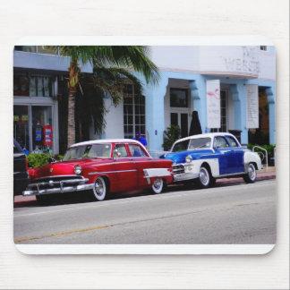 Oldtimer en la impulsión Miami Beach del océano Alfombrilla De Ratón